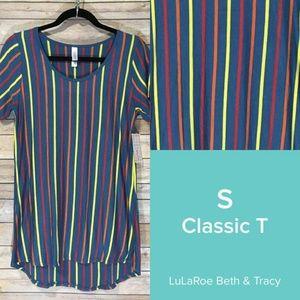 NWT LulaRoe Classic T-shirt, Small